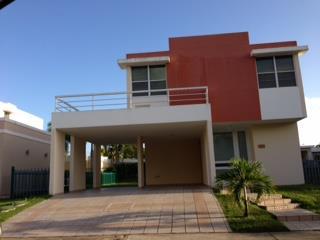 Casa, Paseo de los Artesanos,4h,2.5b x $169K