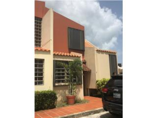 Urb. Huyke: bello townhouse con patio