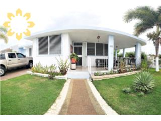 Close to Beach, Swimming Pool, 3 bed, 2 bath