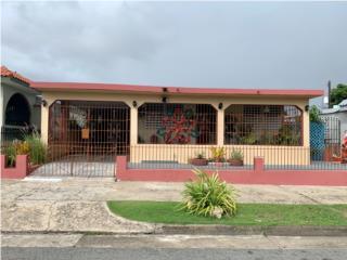 Propiedad céntrica en el pueblo de Vega Baja