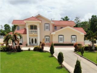 Hermosa Residencia con Piscina, Pugando
