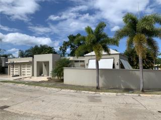 Urb. Parque Forestal, piscina, control acceso