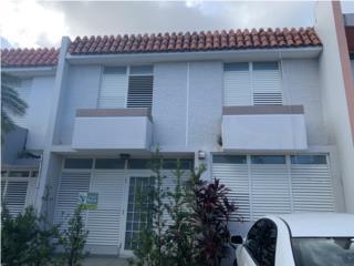 Villa Verde Townhouse / OPCIONADO