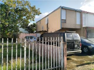 Investment opportunity! End unit, 3-bed, 1-ba