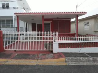 Acogedora Casa Terrera en el Pueblo de Camuy