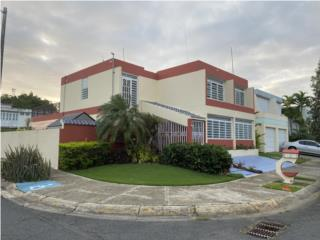 Casa de esquina en Guaynabo de 4cuartos, 2.5b