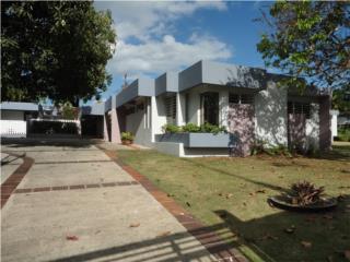 Casa de un nivel con guest house y piscina