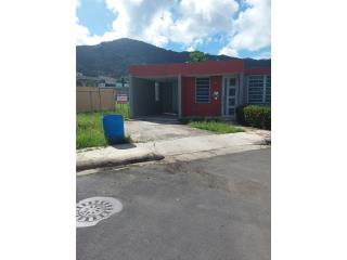 Casa esquina Urb Jardines de Yabucoa