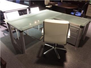 Frost Desk Escritorio en cristal de 6' , Puerto Rico