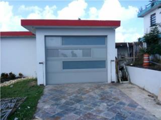 Puerta de Garage color gris con solido. Perfo, Puerto Rico