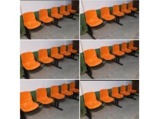 5 sillas Plasticos sobre un rack de metal , Puerto Rico