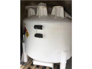 Tanques en fiberglass 530 galones (Químicos), Equipo Construccion Puerto Rico