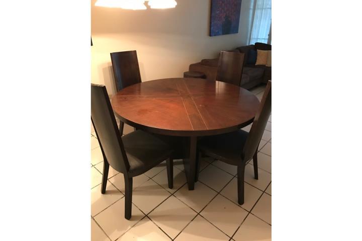 Mesa de comedor de cuatro sillas en madera puerto rico for Comedor cuatro sillas