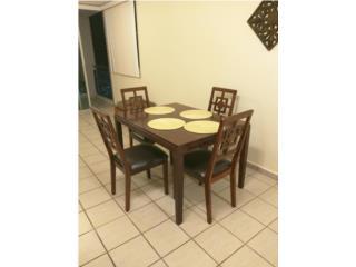 Mesa comedos con sus 4 sillas $150 Puerto Rico