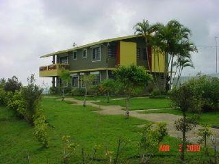 Farallon puerto rico bienes raices barranquitas for Casas baratas con piscina