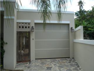 PUERTA GARAGE PERFORADA LUXURY ALMOND, PUERTO RICO GARAGE DOORS INC. Puerto Rico