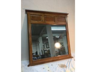 Espejo de madera, Mr. Bond Vintage Puerto Rico