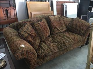 Sofa velvet con ruedas, The Pickup Place Puerto Rico