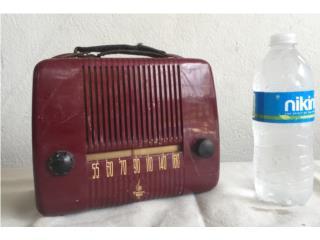 Emerson Radio 1940's. Portable. Portátil , Mr. Bond Vintage Puerto Rico