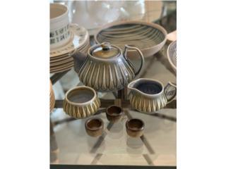 Piezas de servicio de té en cerámica rústica, Sucesion Wood Vicente Puerto Rico