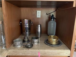 Variedad de articulos para servir licor, Sucesion Wood Vicente Puerto Rico