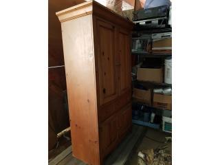 Ropero - Closet. Garage sale, ECONO/CRISIS SOLUTIONS Puerto Rico