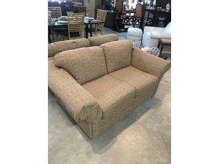 Beige loveseat, 2 disponibles, The Pickup Place Puerto Rico