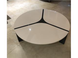 Mesa de Centro Blanca con detalles en Negro, Juan Vargas Puerto Rico