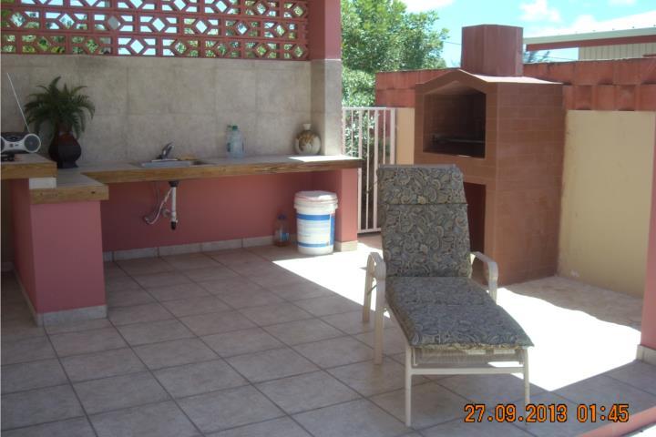 Villa karibe casa con piscina privada for Apartamentos con piscina privada