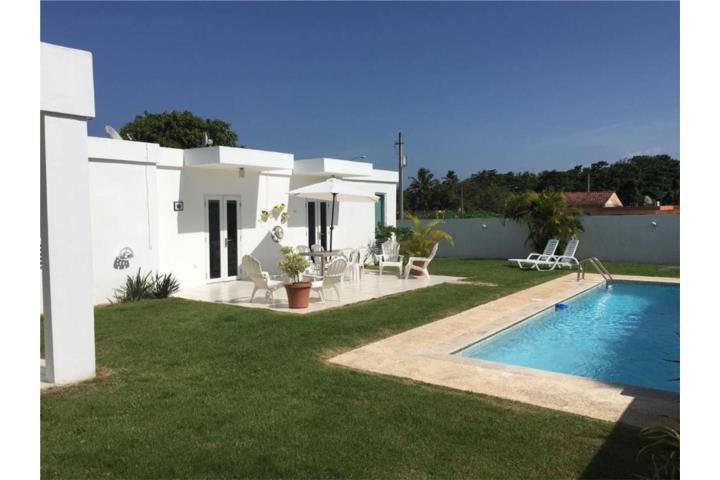Short term rental casa con piscina cerca de los tubos y for Casas con piscina para alquilar en puerto rico